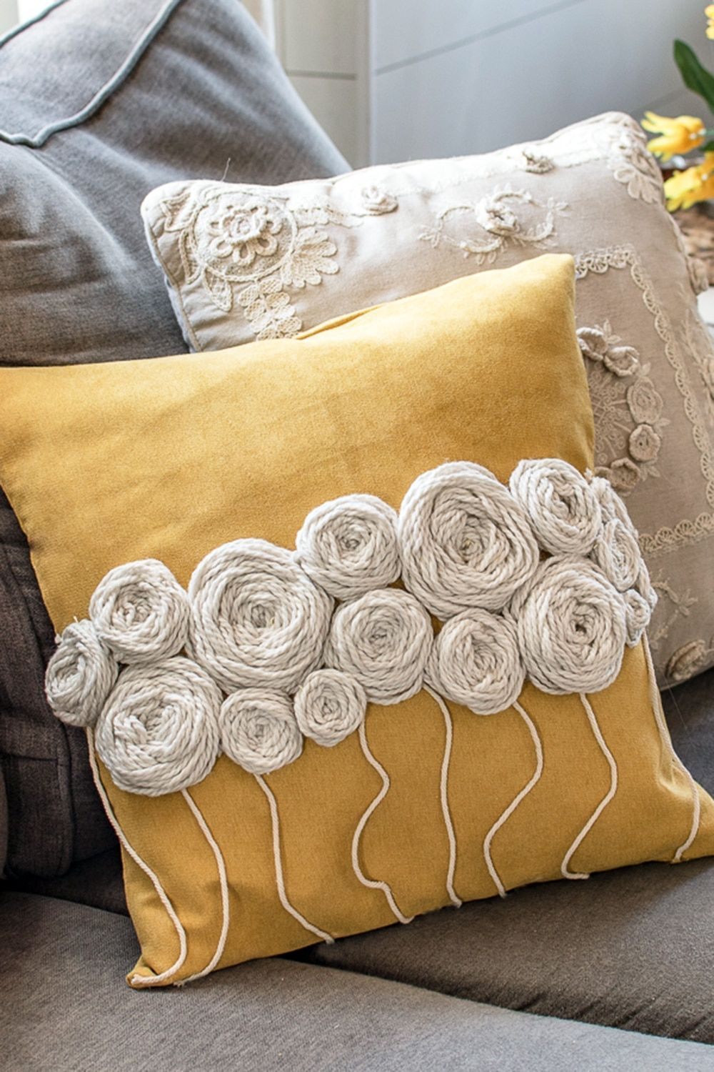 How to Make Wool Embroidery Flowers to Perk up Plain Cushions -   18 diy pillows food ideas