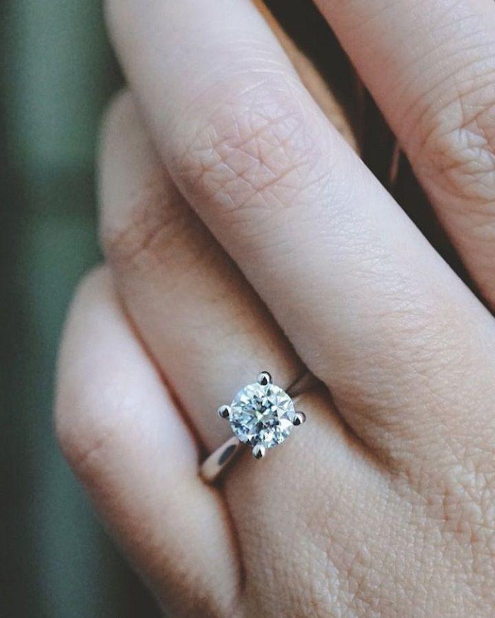 classic solitaire Diamond engagement ring #engagementring #diamond #diamondengagementring #engaged #bridetobe #wedding #halodiamond #ovaldiamond