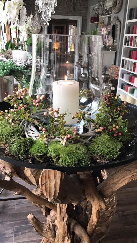 Herbst Und Weihnachtsdeko.Perfect Holiday Decor With Berries Greenery Candle Moss Moss
