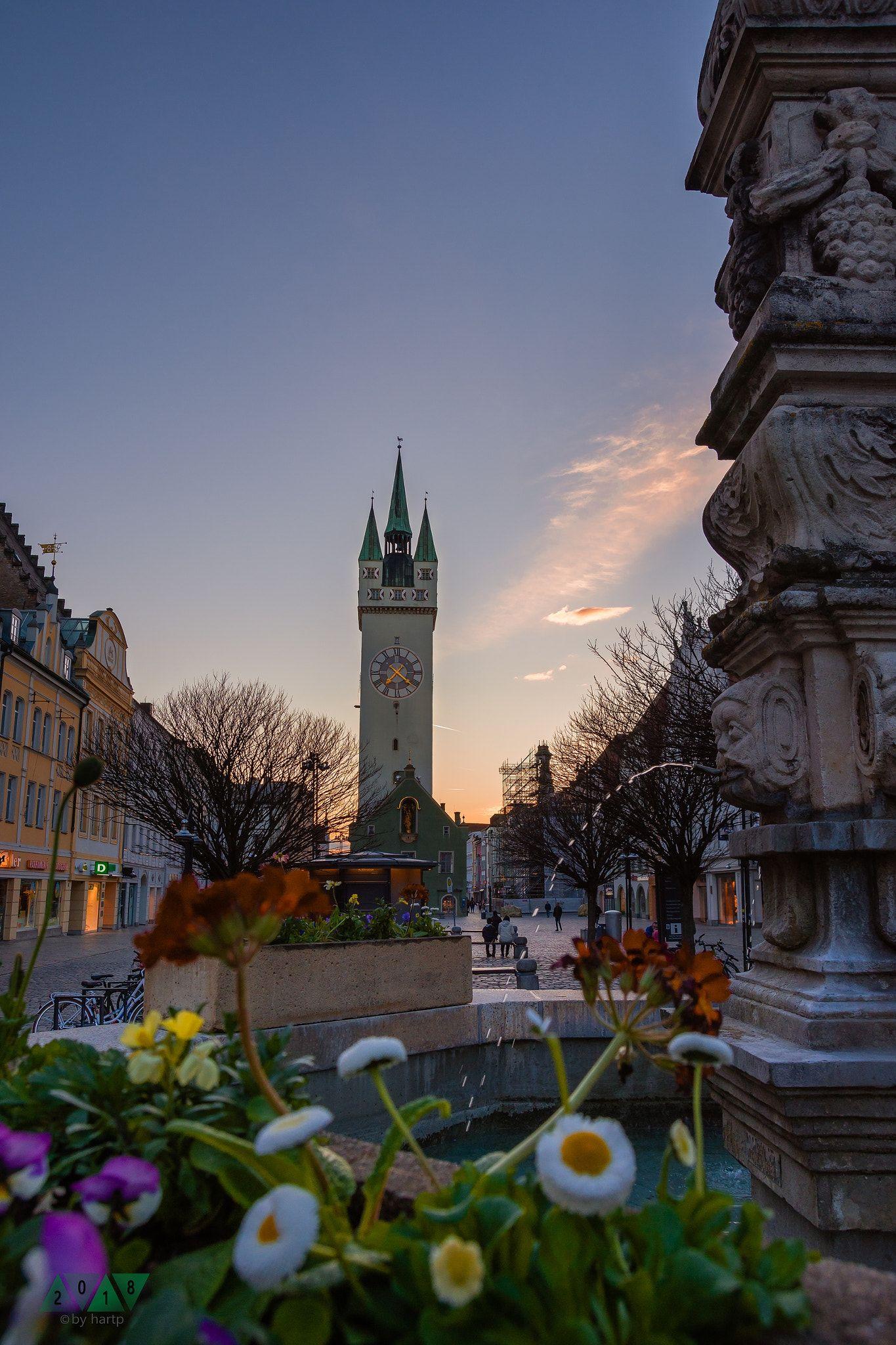 Fruhlingsstimmung Sonnenuntergang Uber Dem Straubinger Stadtturm Bei Herrlichem Fruhlingswetter Sunset Over The Straubing Towe Fruhling Turm Sonnenuntergang