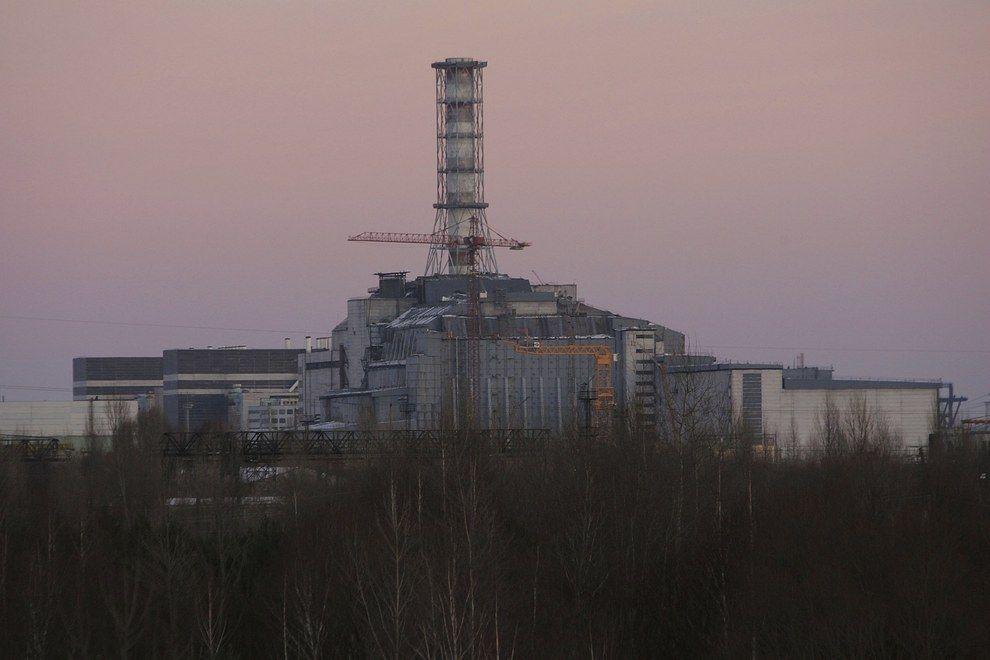 El reactor de Chernóbil está ahora encerrado en un gran sarcófago de hormigón.