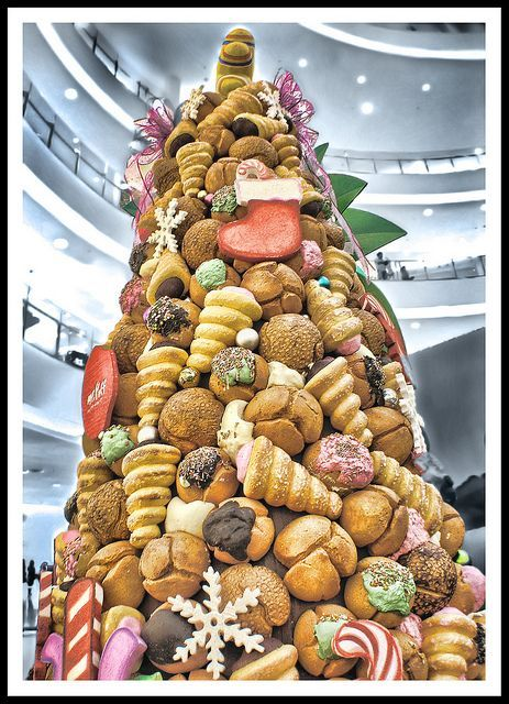 Christmas Tree Made Of Bread In Jakarta Indonesia Primitive Christmas Tree Christmas Primitive Christmas