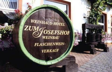 Domprobst Himmelreich Und Abtsberg Riesling In Graach Josefshof Weinurlaub In Graach An Der Mosel Deutschlandurlaub Weinbau Hotel Urlaub