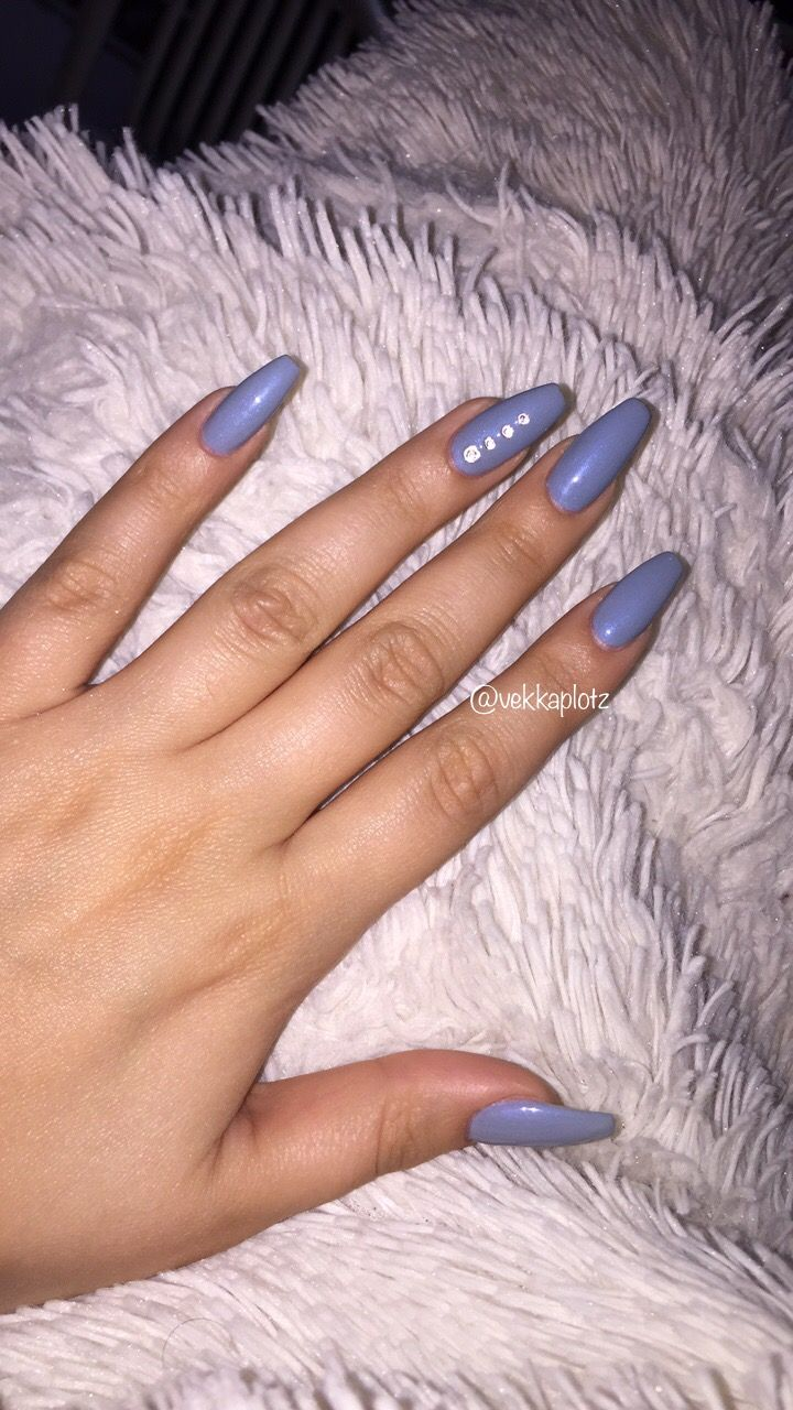 "Obsessed with this fresh new fall 2017 manicure. Using the new OPI Iceland collection Gel color ""Check out the old Geysirs""    #nails #coffin #opi #iceland #diamonds #longnails #blue #periwinkle #gelnails #fashion #style #fall #fall17 #fall2017"