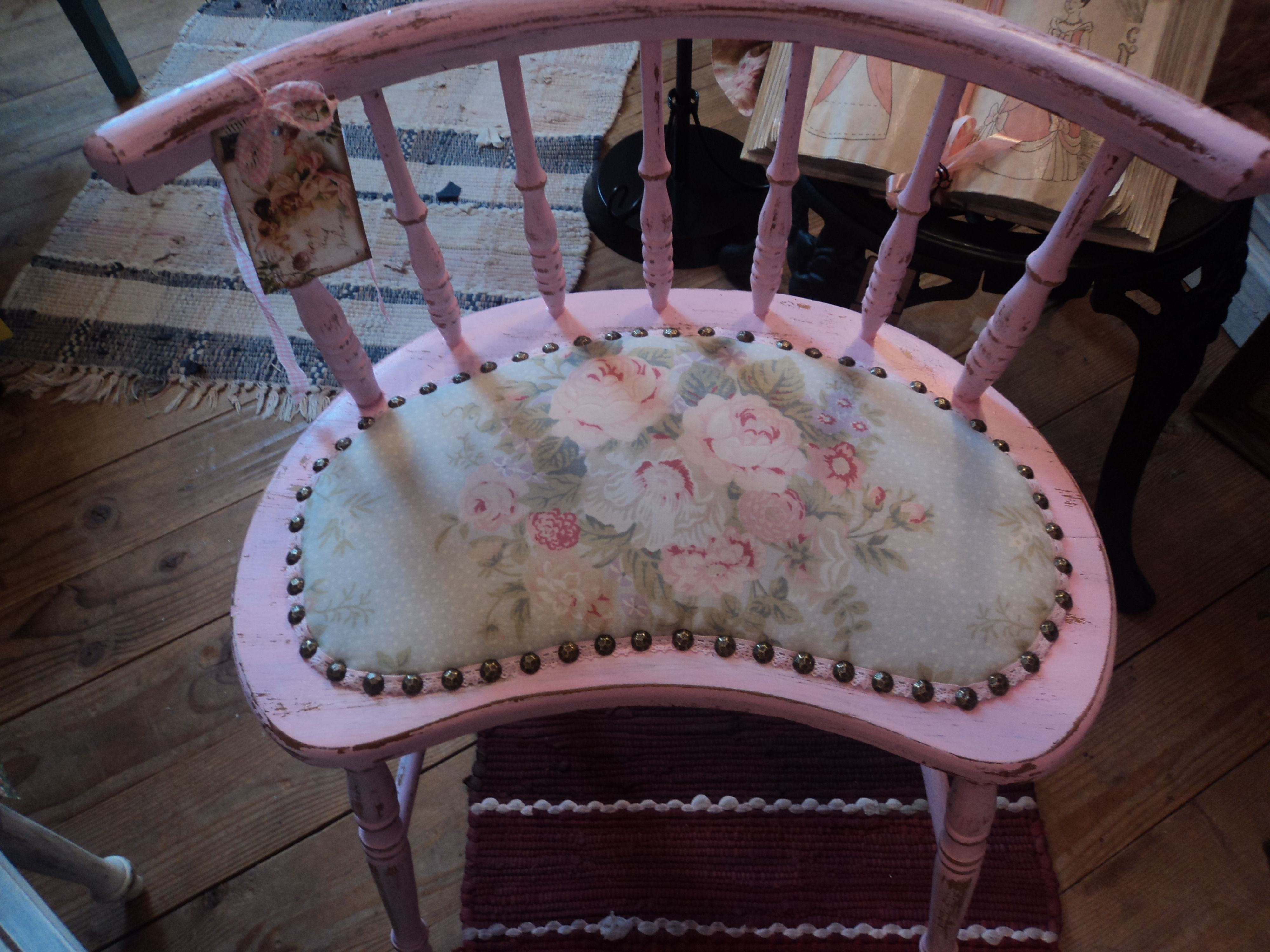 Sweet shabby chic chair