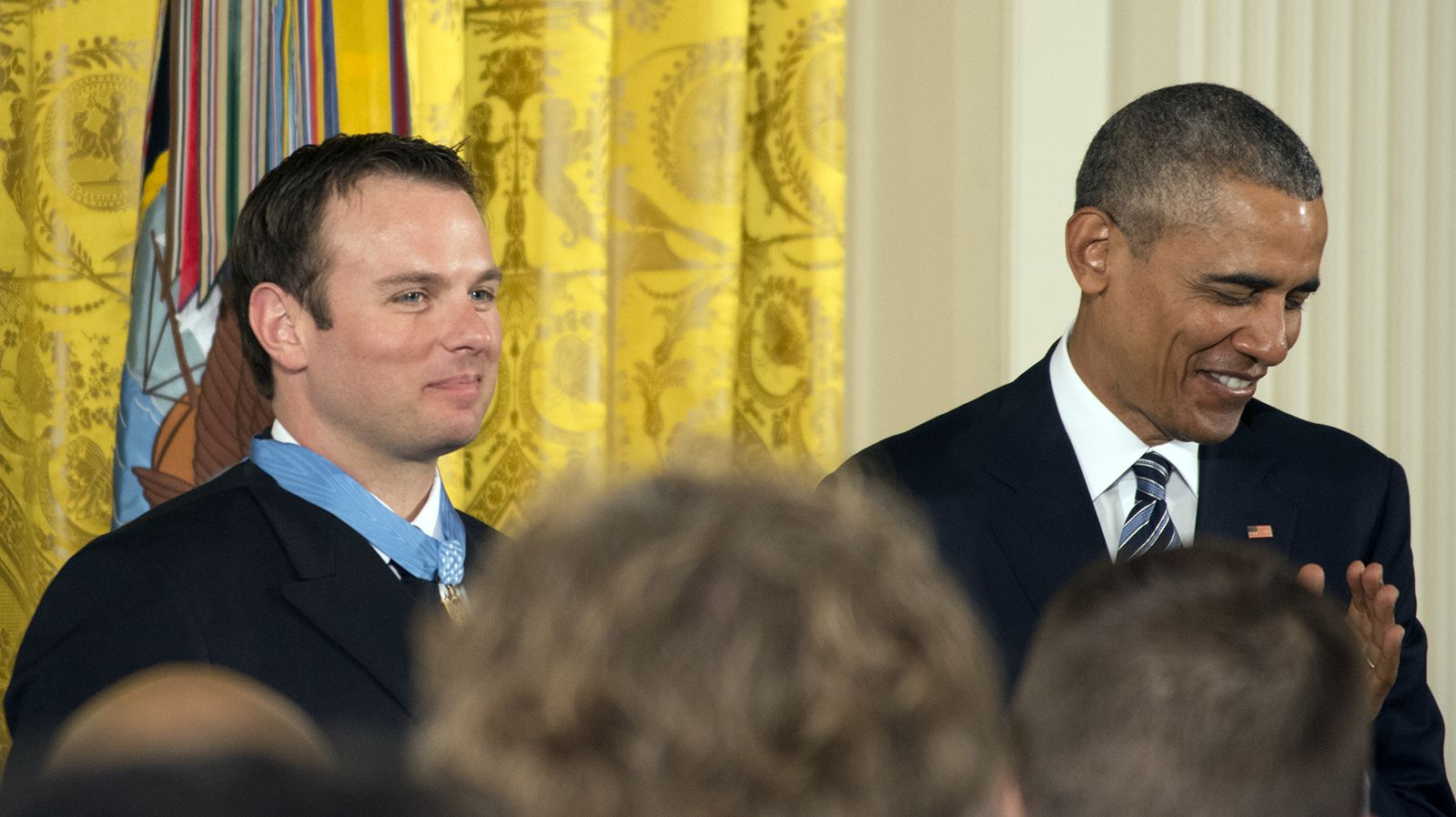 Navy Seal Receives Medal Of Honor For Hostage Rescue Medal Of Honor Medal Of Honor Recipients Navy Seals