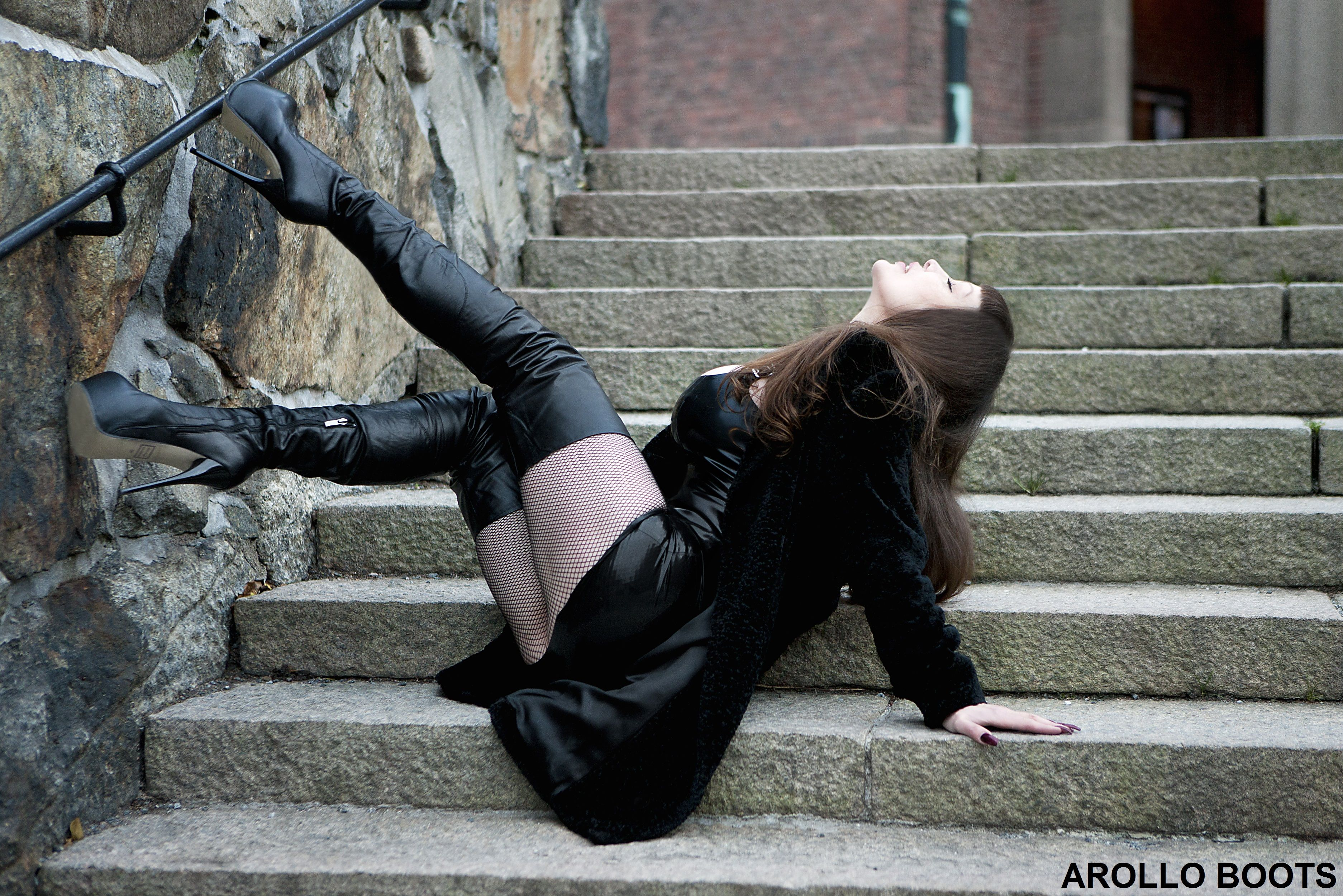 Ingela Swedish Exotica In Arollo Thigh High Crotch Boots