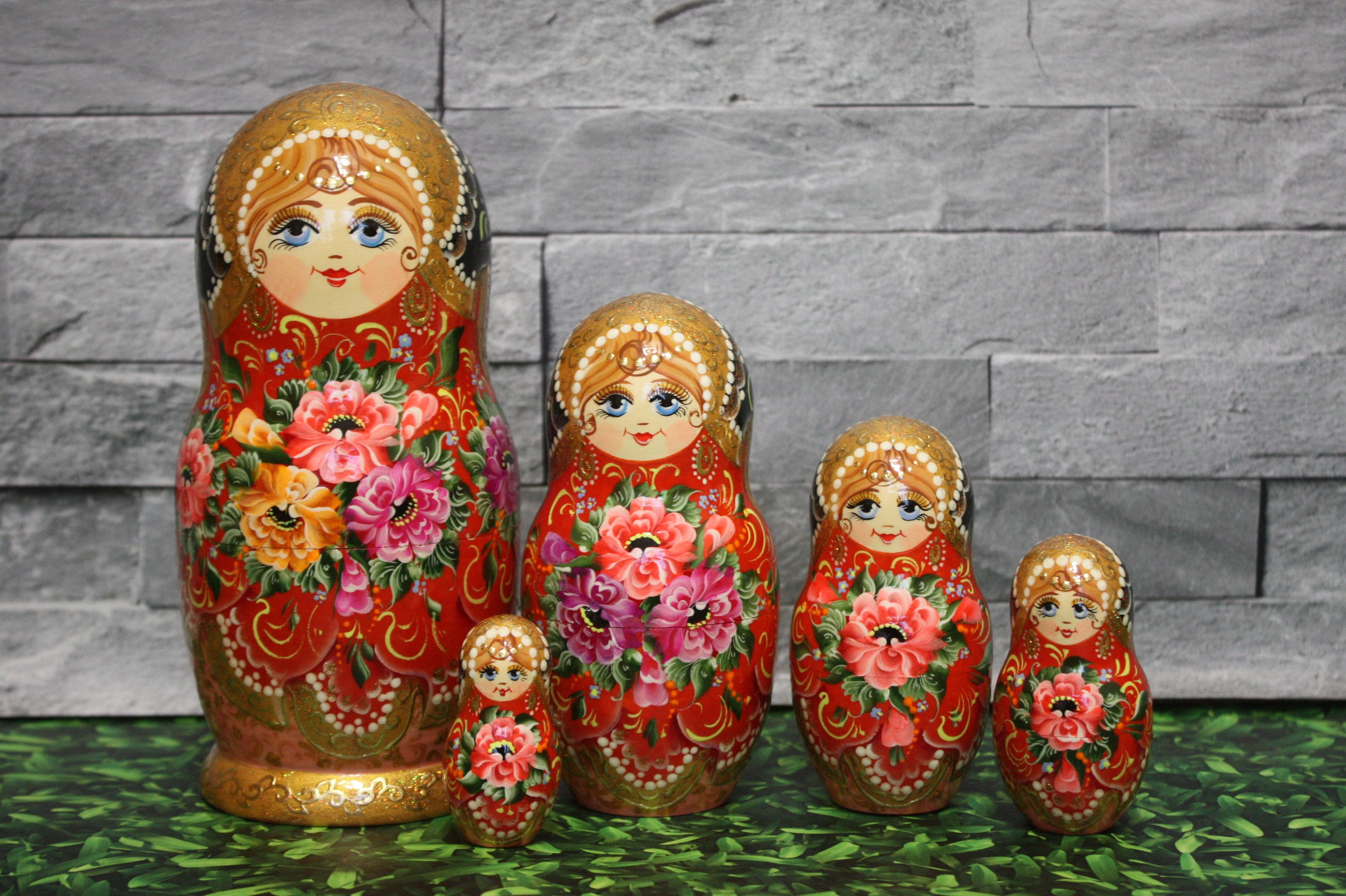 Russian Doll Nesting Doll Matryoshka Made in Russia 7/'/' Hand Painted 5 pcs