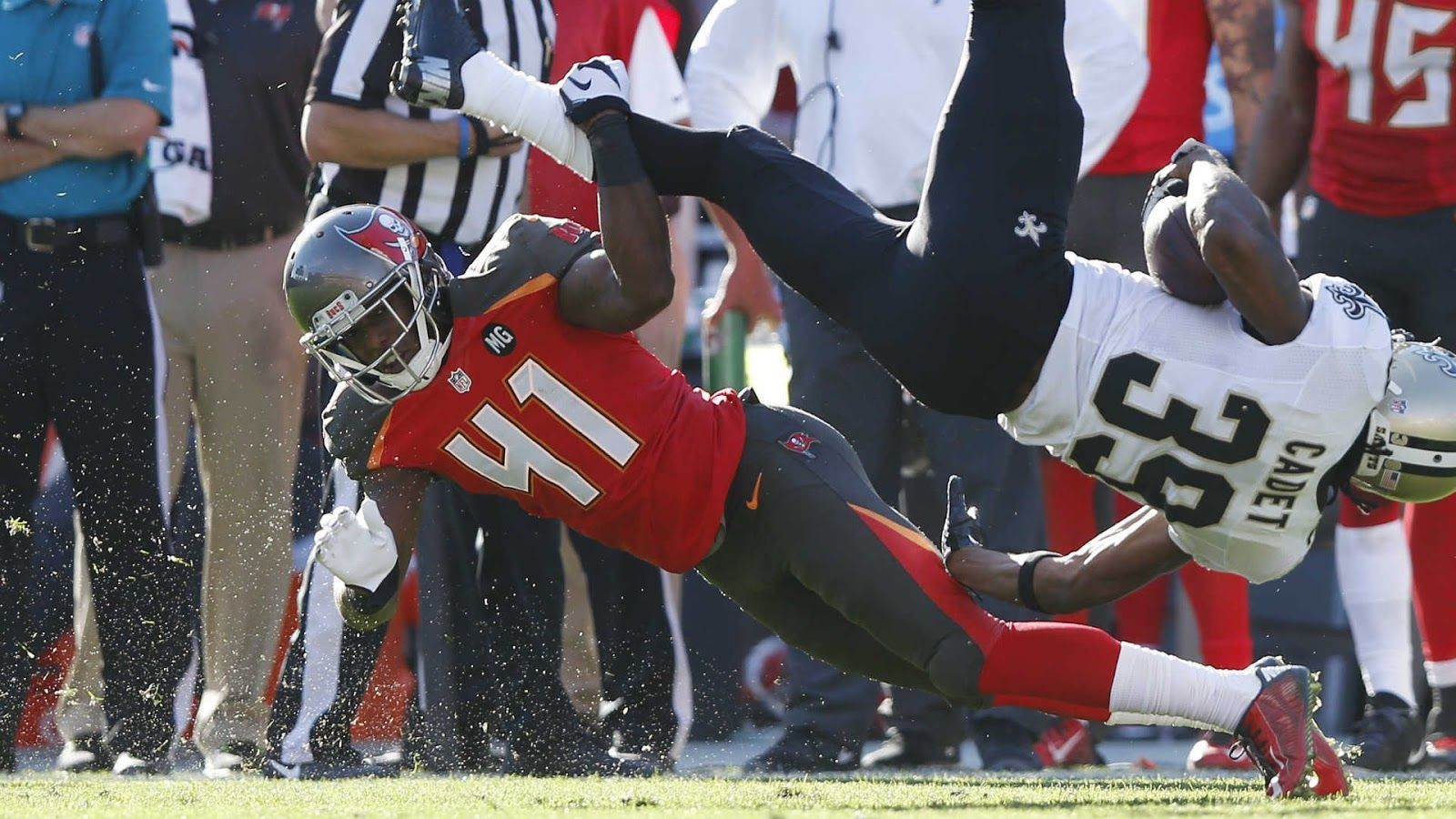 Tampa Bay Buccaneers Db C J Wilson Supposedly Loses Two Fingers In Fireworks Accident Nfl Football Pictures Fireworks Accident Football