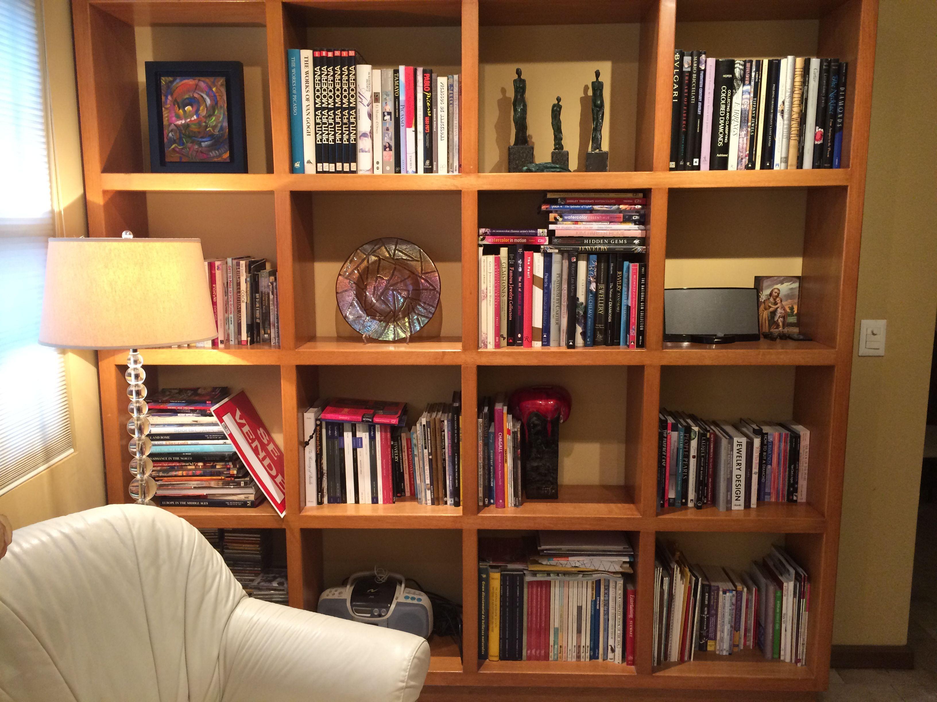 Librero que tengo actualmente. Este mueble mide mas de 2 metros de ...