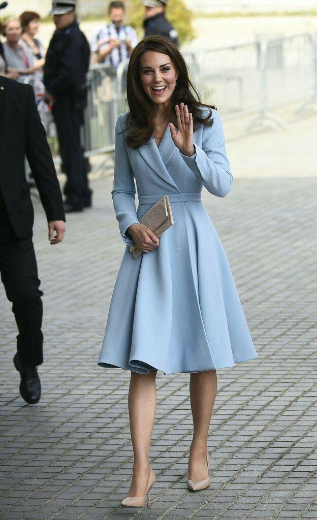 Kate midletone in a light blue dress/coat | women wear | Pinterest ...