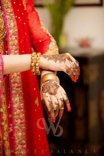 742dc7bf96 ❤❤♥For More Follow On Insta @love_ushi OR Pinterest @ANAM SIDDIQUI ♥❤❤ |  bAnGlEs lOvE Of mY LiFe | Indian bridal photos, Bridal mehndi, Bridal ...