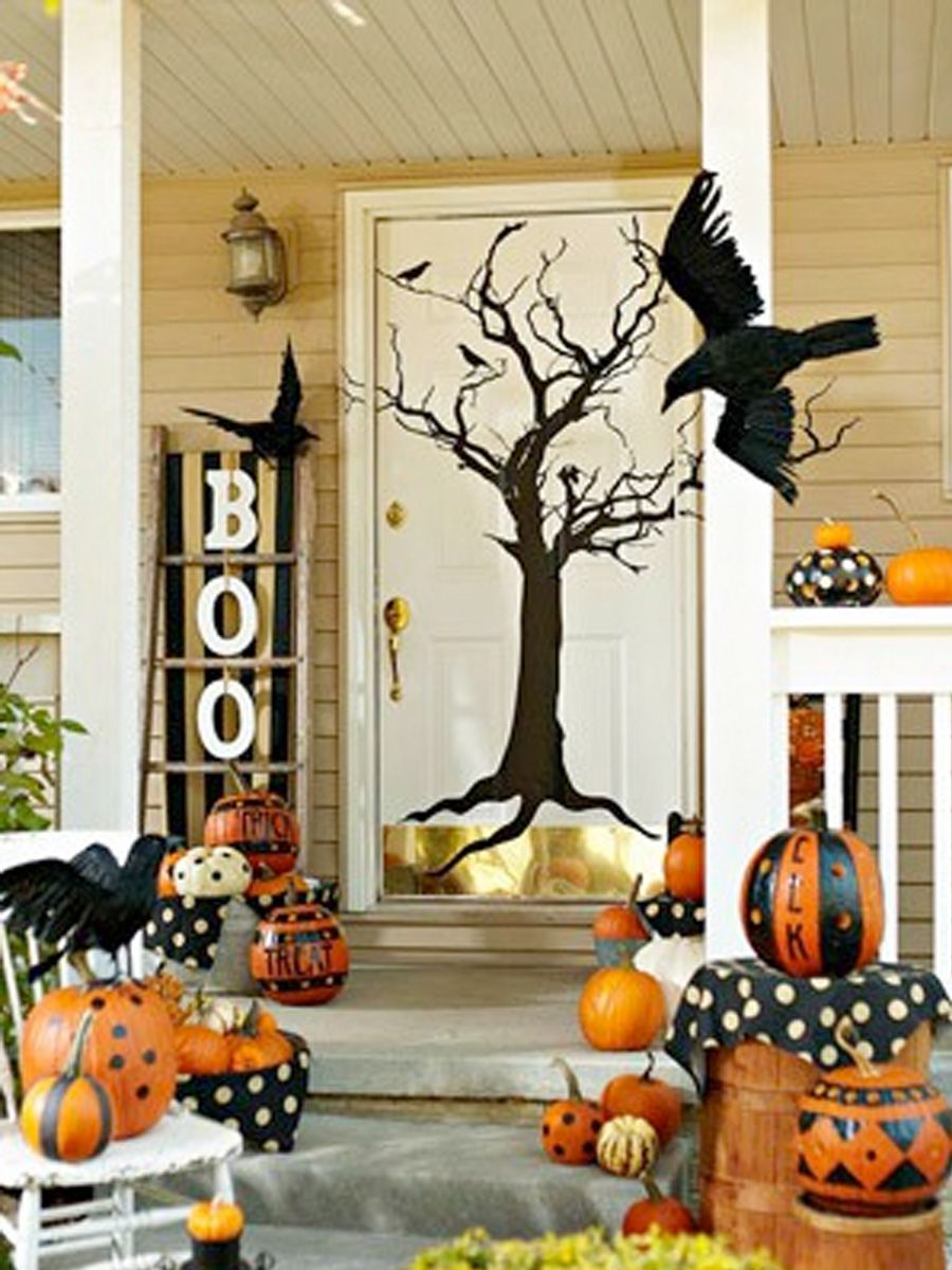 Cute outdoor Halloween decor HOLIDAY Spooky Fun Halloween - Front Door Halloween Decoration Ideas