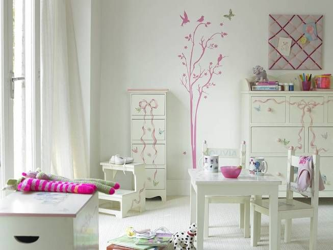 ideen m dchen zimmer einrichten wei rosa wandtatoos kinderzimmer pinterest wandtatoos. Black Bedroom Furniture Sets. Home Design Ideas