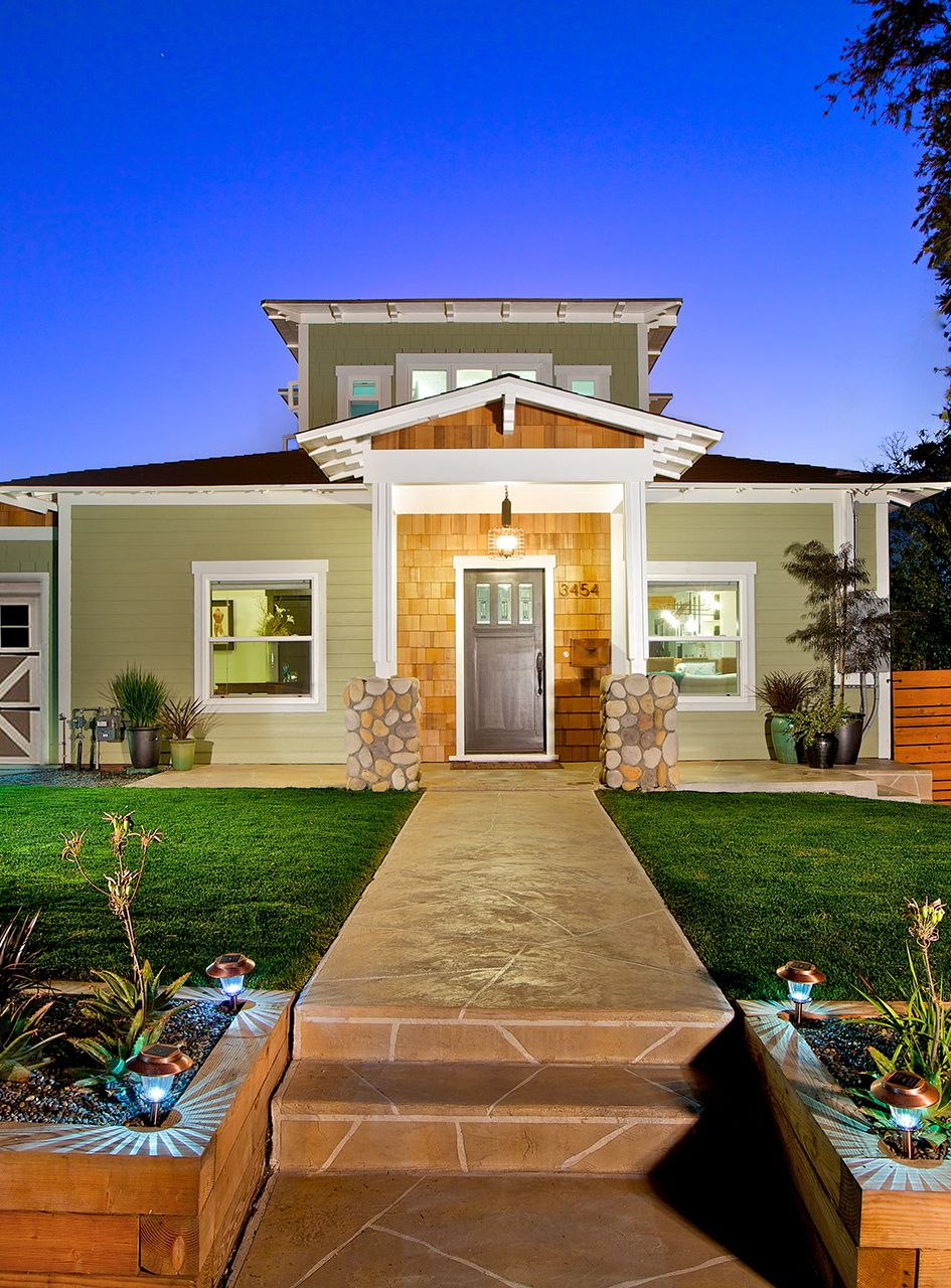 Pin By Leverage Global Partners On Elegant Entrances House Styles House Entrance Craftsman House