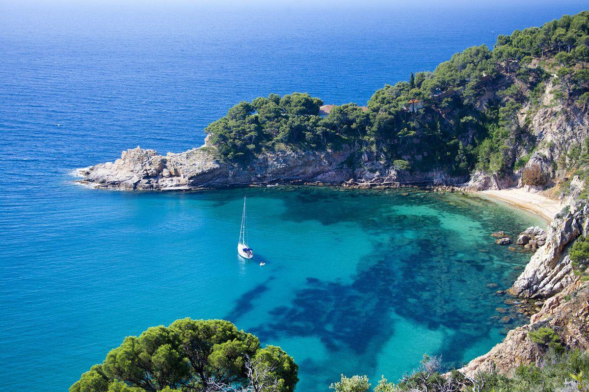 8. Cala de Sa Futadera (Tossa de Mar) - Estas son las mejores playas de España según los lectores de Condé Nast Traveler