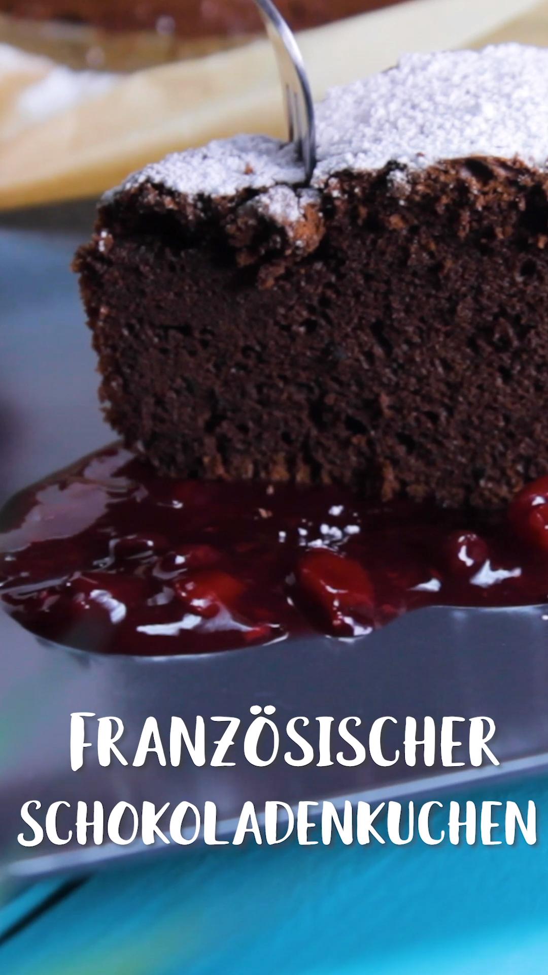 Wer hat Bock auf Schokolade? Diese französische Schokotarte wird dich garantiert umhauen. Ein Schokoladenkuchen so zart, dass er auf der Zunge zergeht. Das ist der beste Schokokuchen der Welt – versprochen! #schokoladenkuchen #französisch #backen #schokolade #lecker #daskochrezept