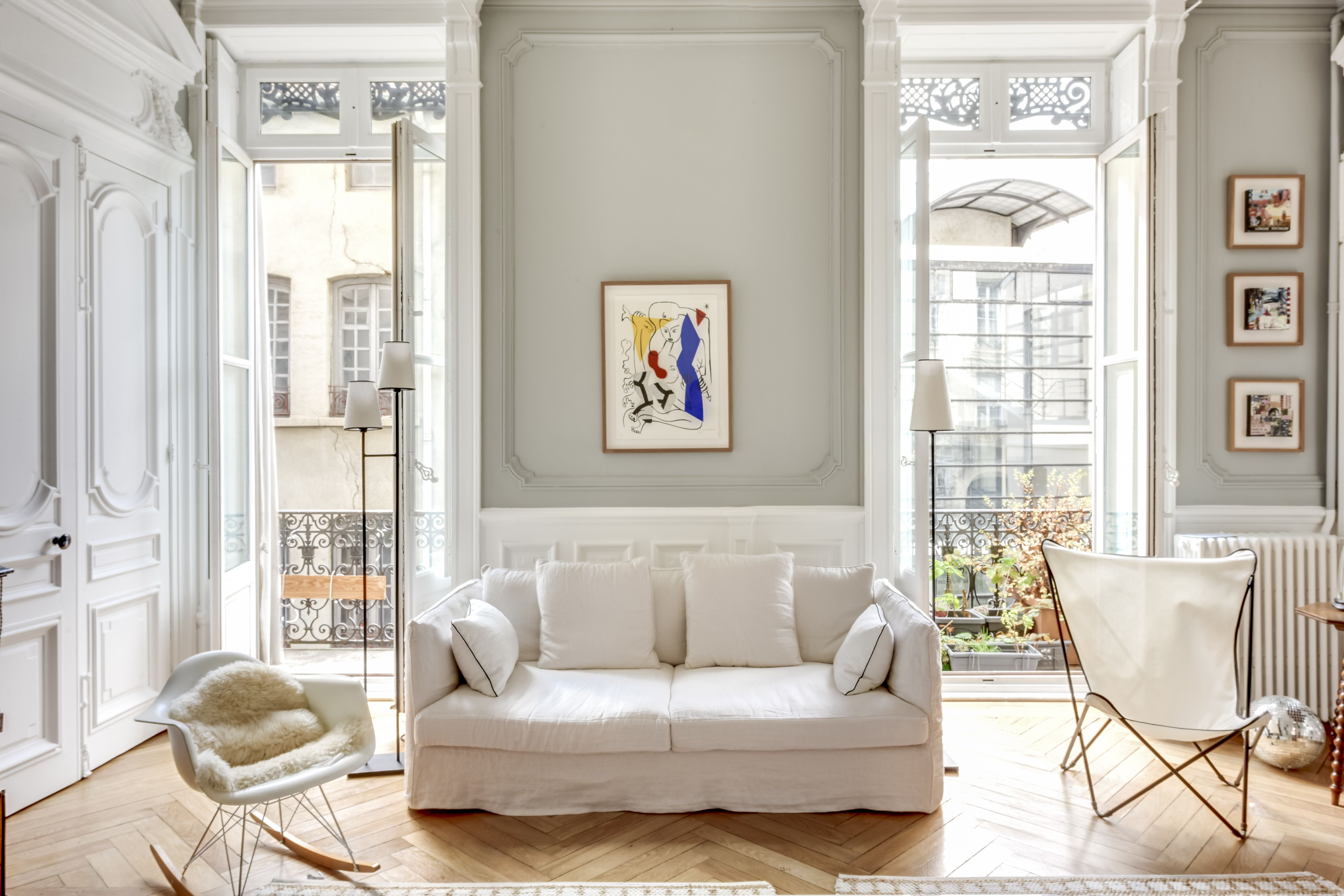 Small touch of colors for this white classy living room. Photoshoot ...