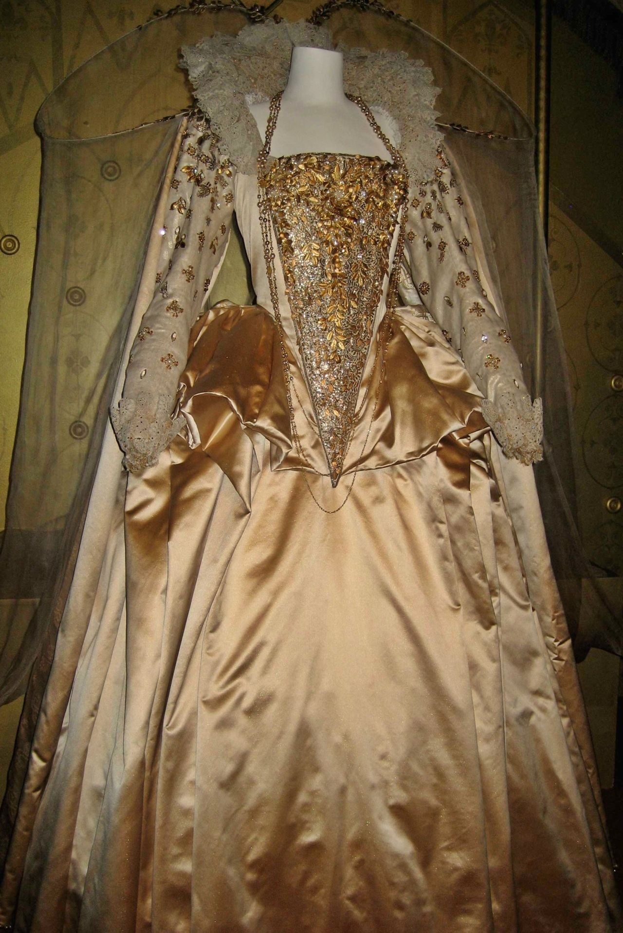 Elizabeth Golden Age Gold Gown Tudor costumes