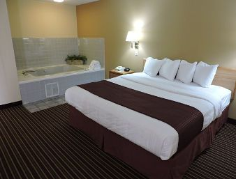 1 King Bed Jacuzzi Suite At The Baymont Inn Suites Bowling Green In Bowling Green Kentucky Suites Hotel Home Decor