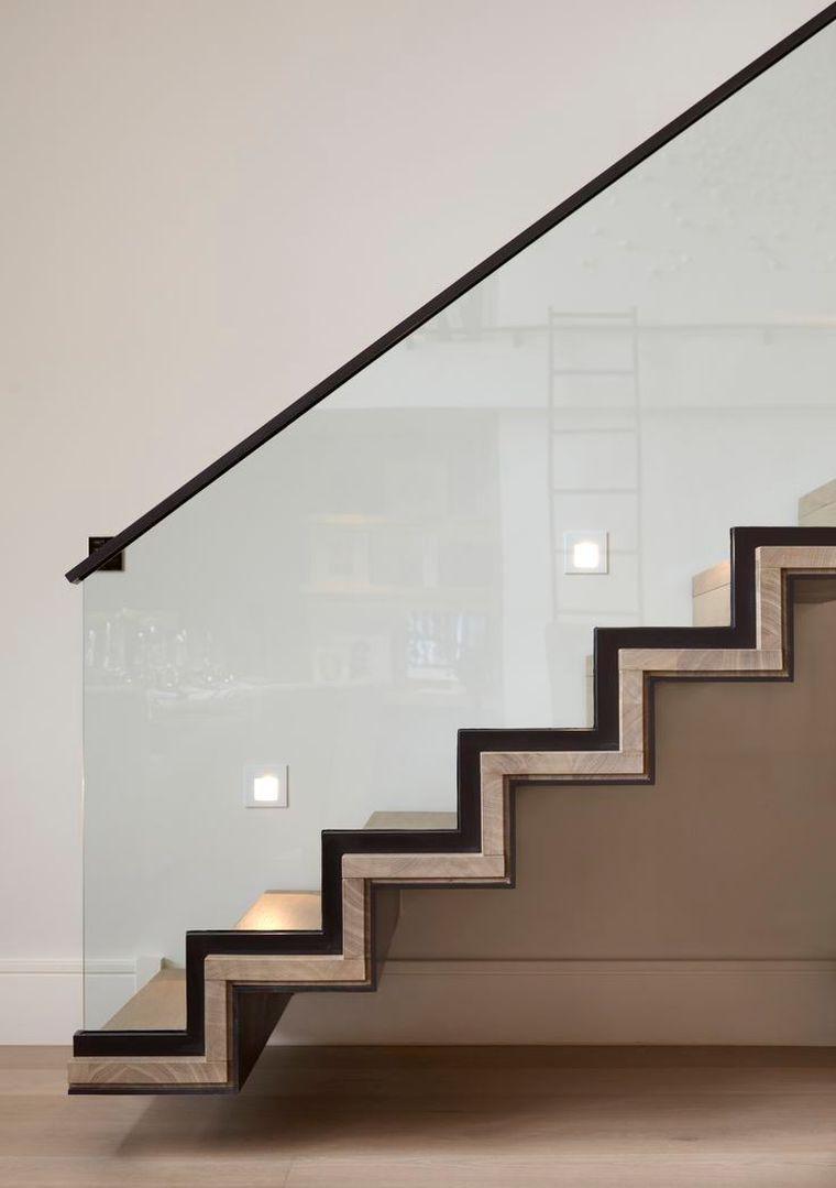 rampe d 39 escalier moderne en verre en bois et clairage led. Black Bedroom Furniture Sets. Home Design Ideas