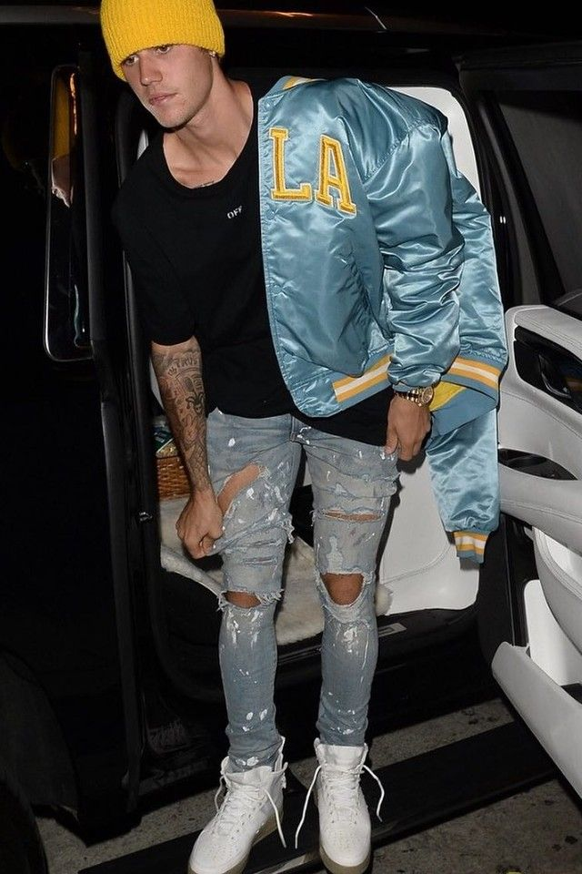 Justin Bieber wearing Off-White c o Virgil Abloh Tee b4a64feda78