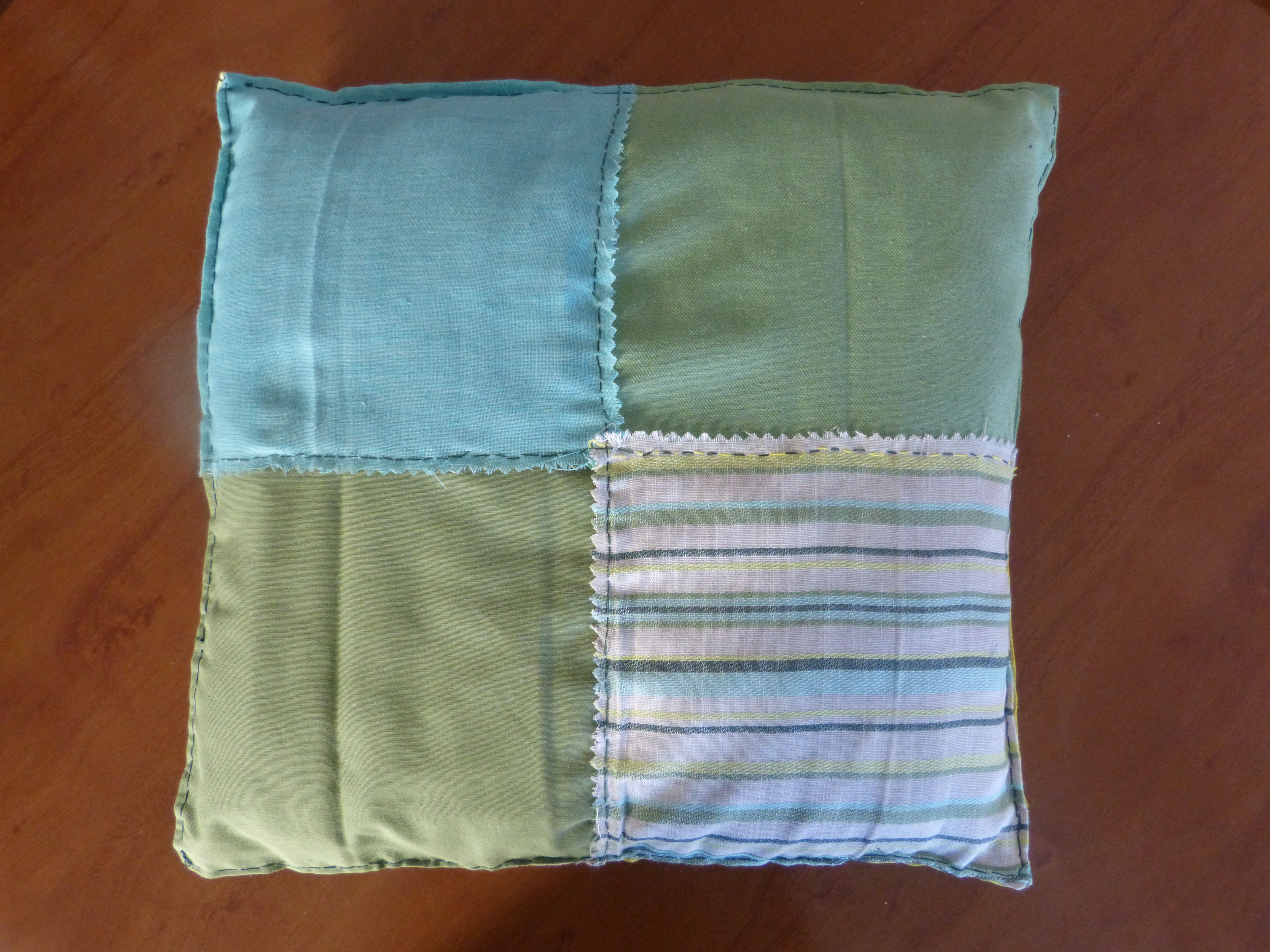 Más colores para cojines con telas recicladas. | Mis reciclajes