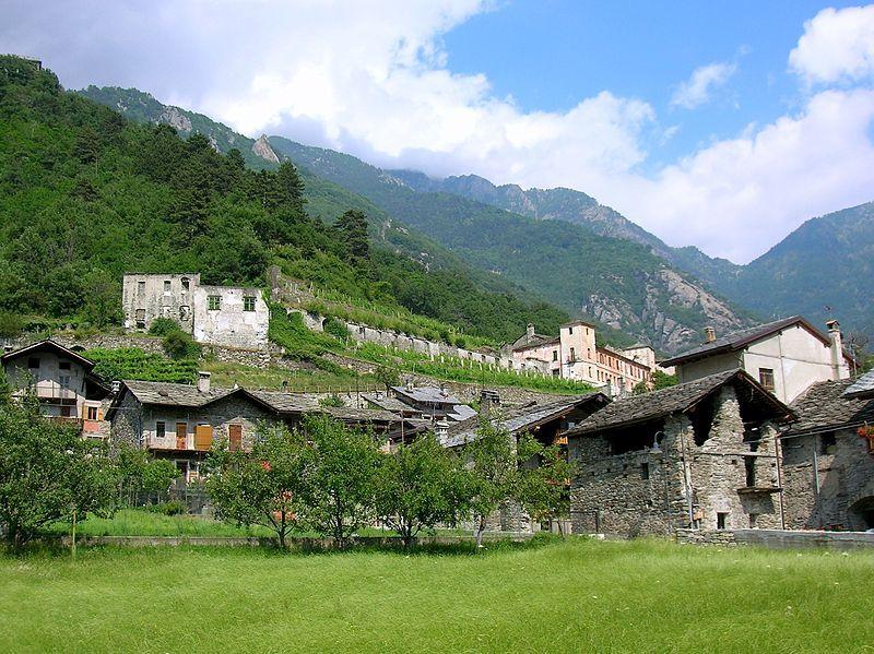 Cast inf Arnad - Castello inferiore di Arnad - Wikipedia