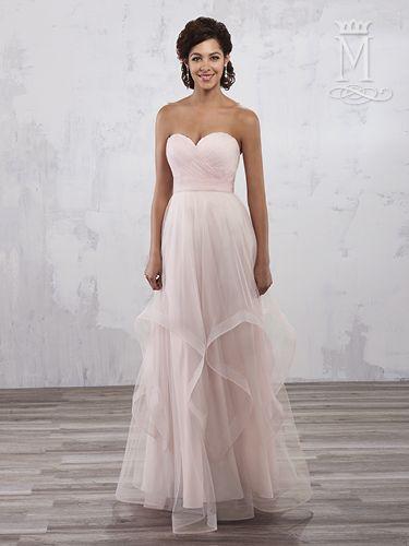 Pin de Q\'s Bridal en Things to wear | Pinterest