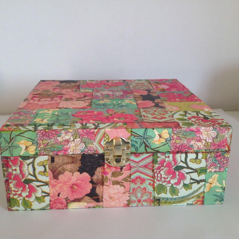 bo te th et tisane avec compartiments en bois d cor e avec technique du collages de. Black Bedroom Furniture Sets. Home Design Ideas