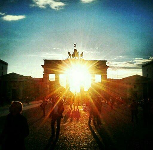 Www Tsu Co Jumowa Berlin Sunset Sonnenuntergang Brandenburgertor Tor Gate Sun Sonne Schein Brandenburger Tor Berlin Sonnenuntergang