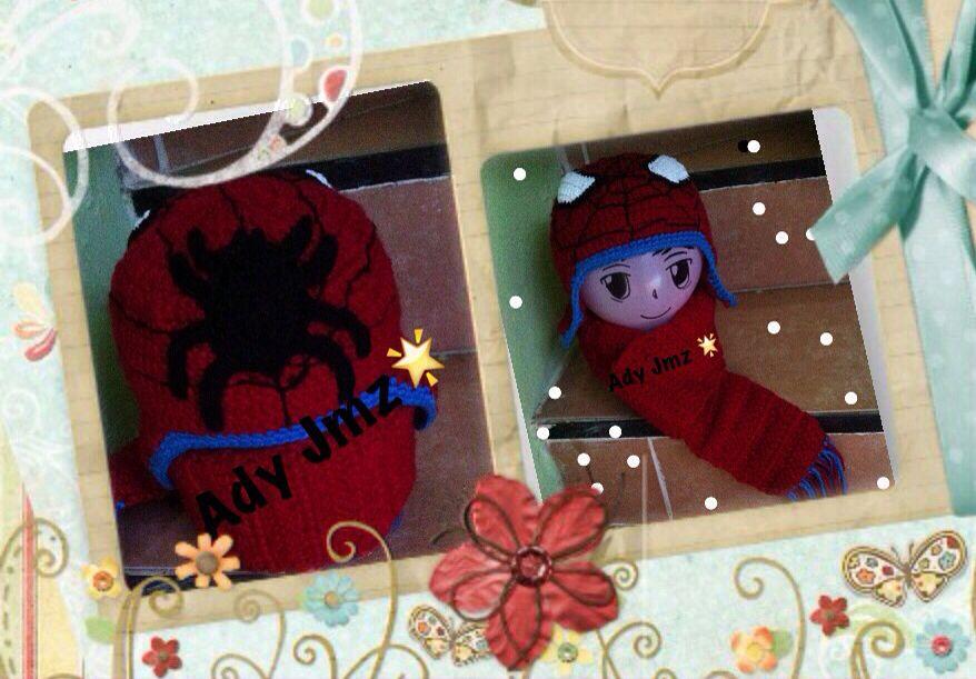 Gorro a crochet de Spiderman / araña  aplicación en la parte posterior