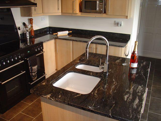 In Kombination mit feinem Küchenmöbel und Materialien wie, Keramik - küchen granit arbeitsplatten