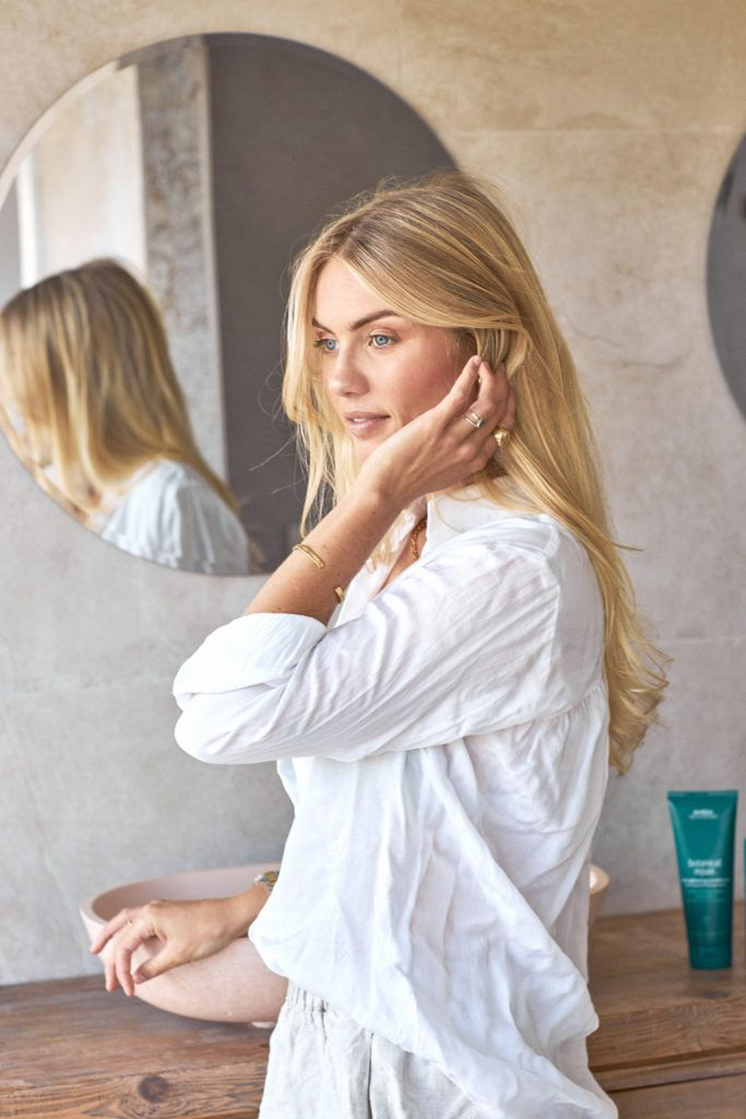 Here Is Elyse Knowles' Guide To Healthy Hair