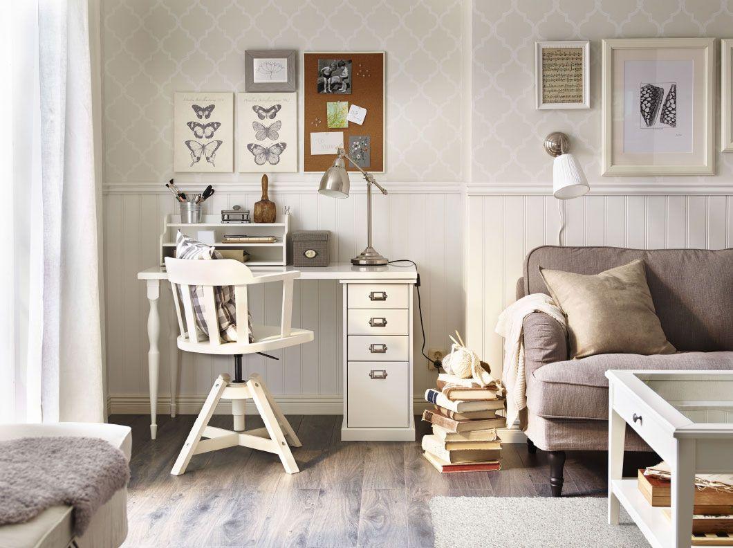 ikea wohnzimmer board : Eine Ecke Im Wohnzimmer Eingerichtet Als Arbeitsplatz Mit Klimpen