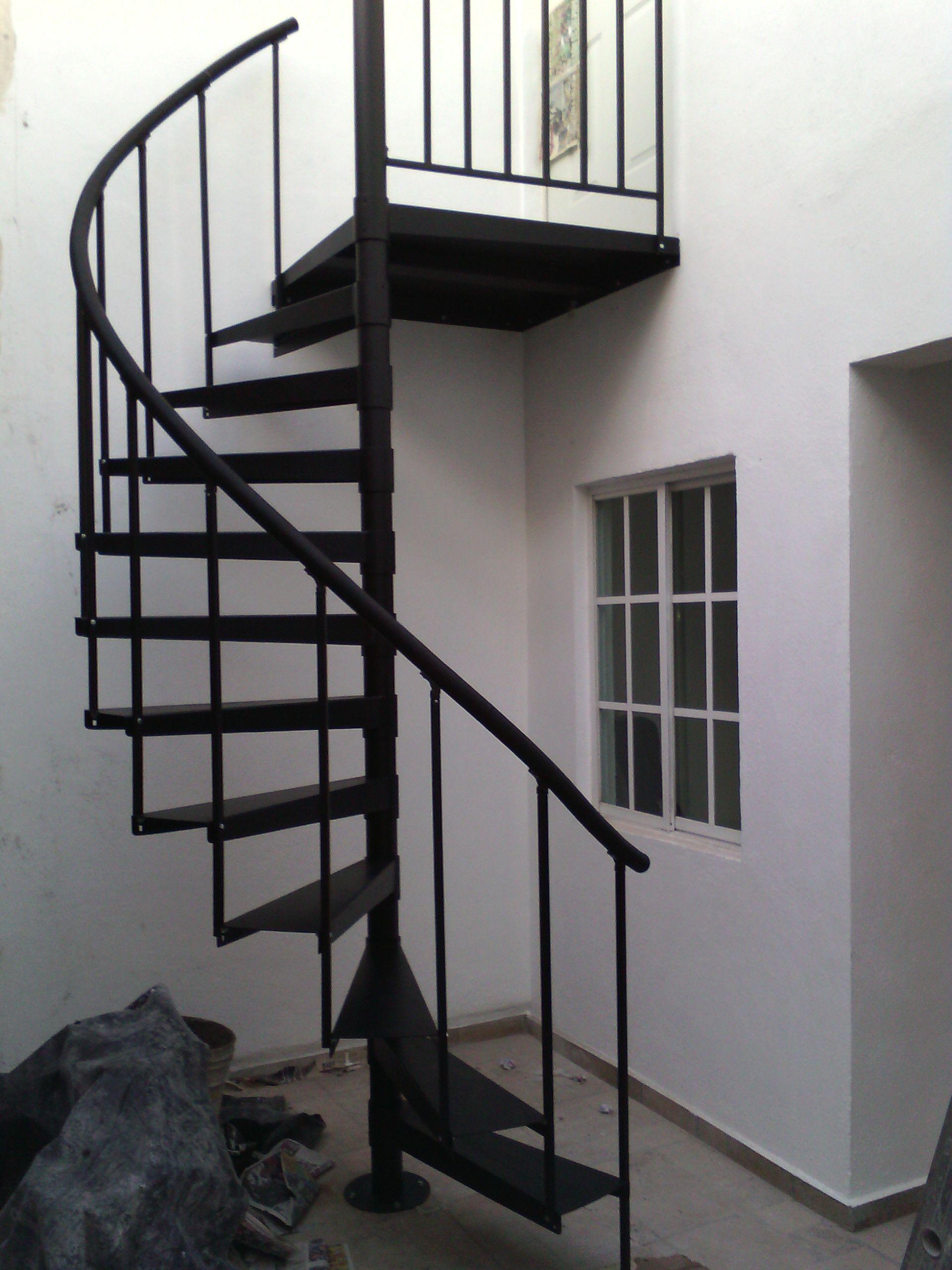 Escalera de caracol metálica llama \