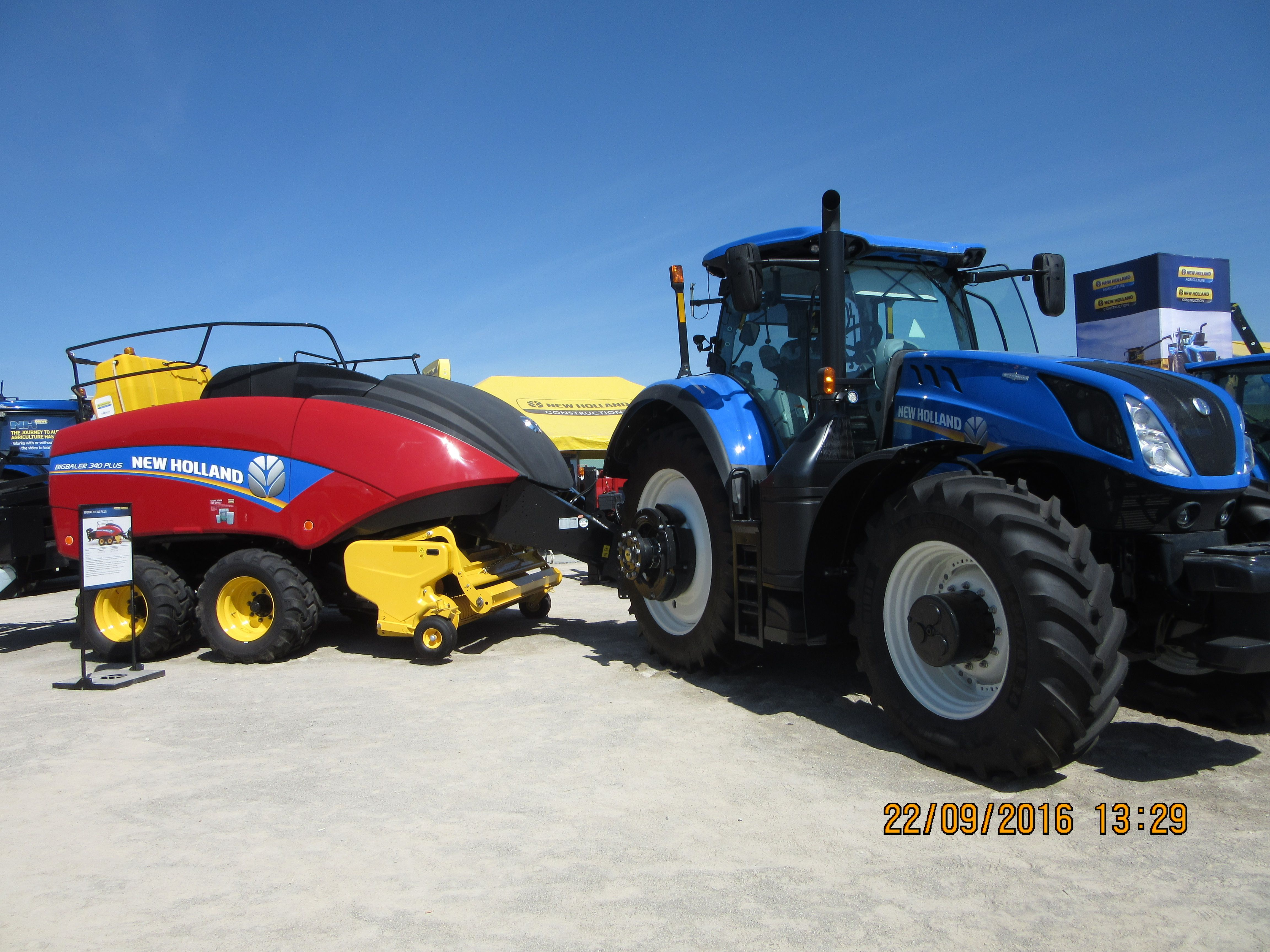 New Holland T7 315 pulling a Big baler 340 plus | New