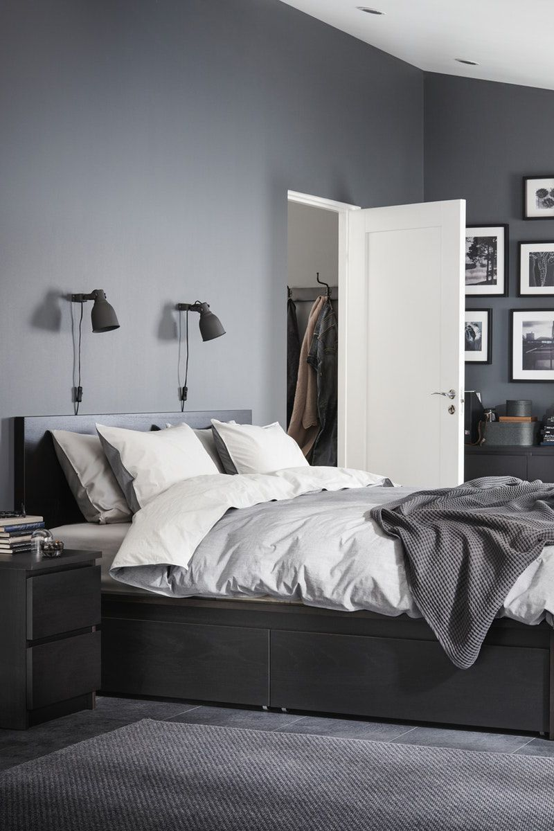 Bettgestell Mit Stil Und Stauraum In Schwarzbraun Bettgestell Mit Schwarzbraun Stauraum Stil In 2020 White Bedroom Black Furniture Grey Bedroom Decor Grey Room
