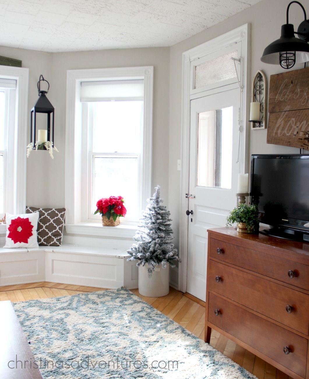 Farmhouse Christmas Decorating Ideas | Holidays, Christmas decor and ...