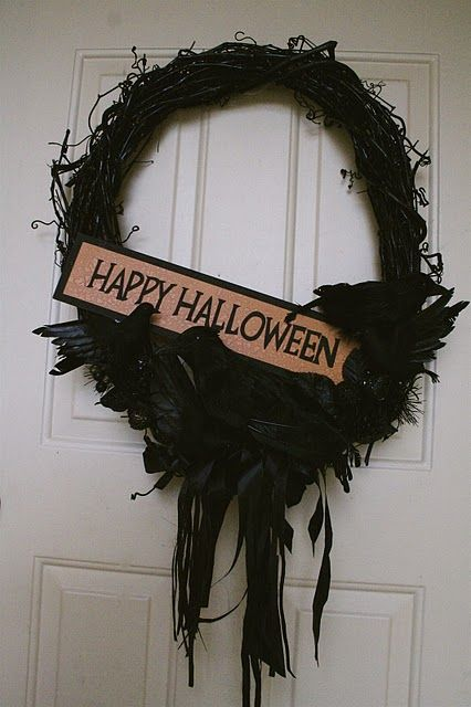 Halloween wreath on horrorcraft.blogspot.com