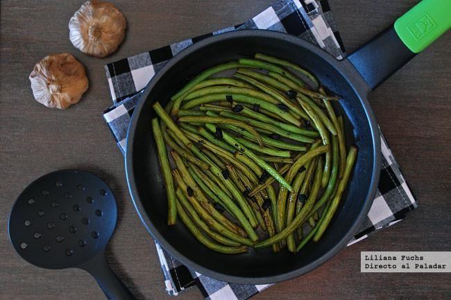 Salteado de judias verdes al ajo negro. Receta http://bit.ly/1yLFTsC