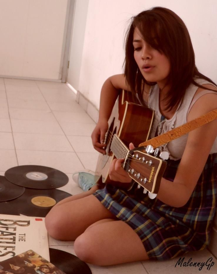 Esa guitarra♥