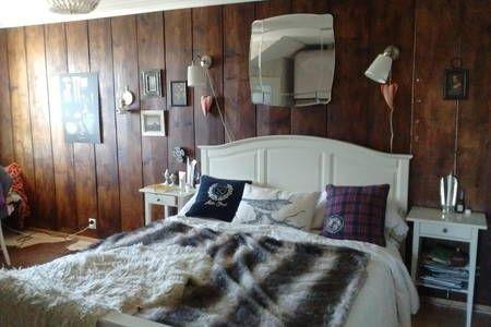 Tutustu tähän mahtavaan Airbnb-kohteeseen: Romanttinen makuuhuone puutalossa - Talot vuokrattavaksi in Tampere