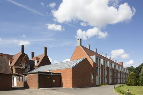 Girton College Cambridge (UK) by Allies & Morrison, London, Installer: TR Freeman, Copyright : Paul Kozlowski     #College #UK #QuartzZinc #Roofing #Bricks #Zinc #Couverture #VMZINC #Collège #DoubleLockSeam