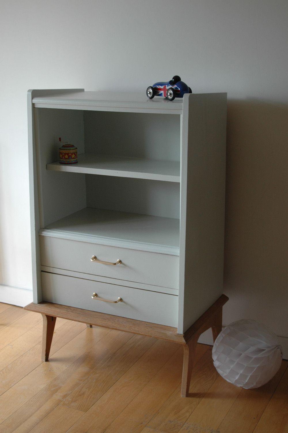 ancien secr taire transform en biblioth que un espace tag res en haut et deux grands tiroirs. Black Bedroom Furniture Sets. Home Design Ideas