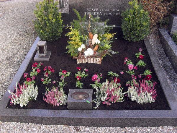 Bild 6 aus Beitrag: Allerheiligen 2010: Grabschmuck in Schwaben #friedhofsdekorationenallerheiligen