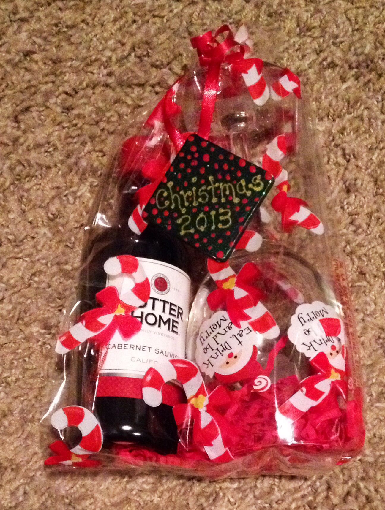Christmas Employee Gifts Wine Glass Dollar Store Sutter Home Individual Wine Employee Christmas Gifts Diy Christmas Gifts Diy Christmas Gifts For Coworkers