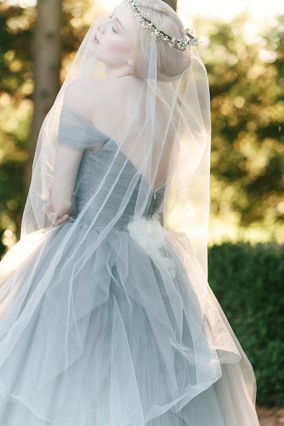 ลุคเจ้าสาวด้วยสุดแต่งงานสีเทาดาเมจรุนแรงมาก
