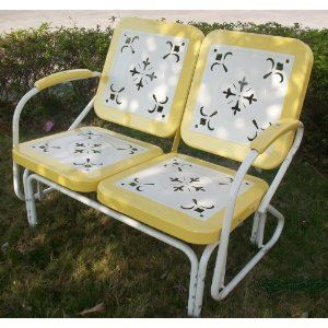 I would LOOOOOVVVEEE to have one of these vintage gliders on my patio!  Why don't they make pretty things like this anymore?  sfm