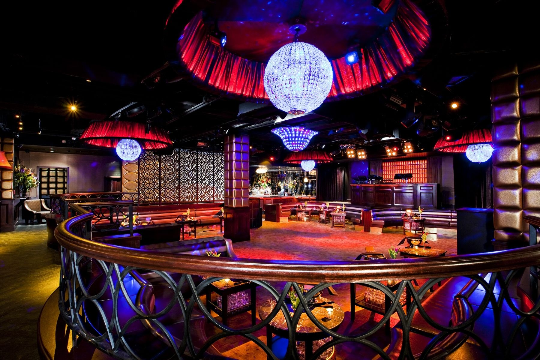 Lavo 39 E 58th St Nr Madison Ave The 6 000 Square Foot Venue Sits Regally On E 58th Between Madison And Night Club Las Vegas Night Clubs Night Life